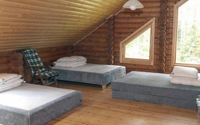 Miegamasis pirmajame sodybos name