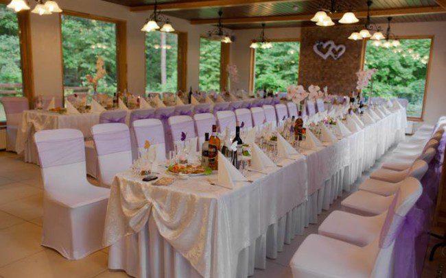 Šventinis vestuvių stalas