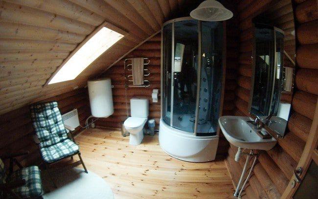 Vonios kambarys pirmajame sodybos name